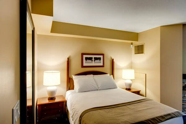 Guest room, The Grand Georgian, Blue Mountain, Ontario