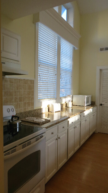 A well-equipped kitchen of the 2 bedroom cottage