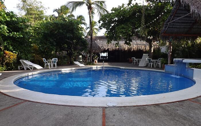 Karahe hotel pool