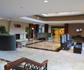 Lobby at SFO Holiday Inn