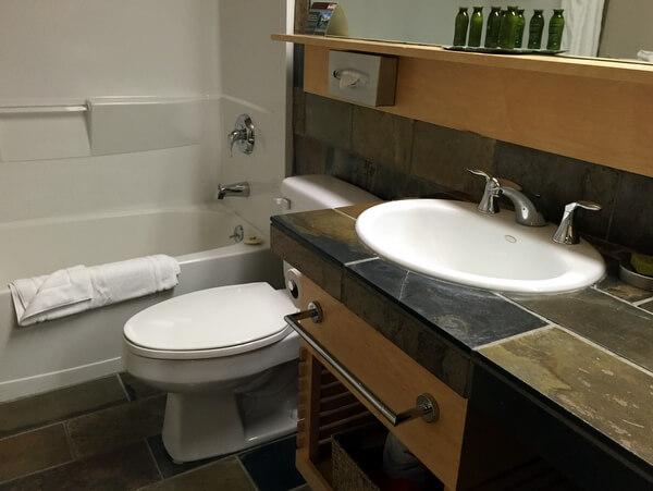 Guest bathroom, Juniper Hotel, Banff