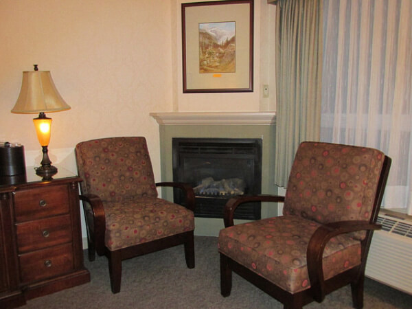delta banff fireplace room, canadian lodge fireplace room