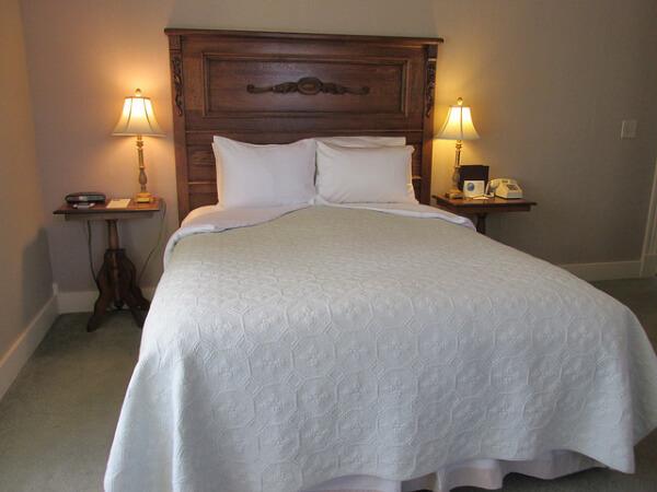 winchester inn, sylvan room