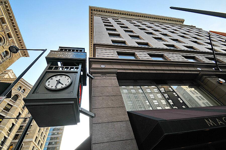 Magnolia Hotel Denver clock -1