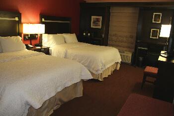 hampton inn queen bed room