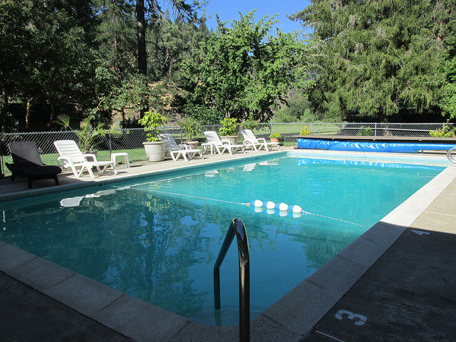 swimming pool, morrison's rogue river lodge, pool, merlin, oregon, southern oregon