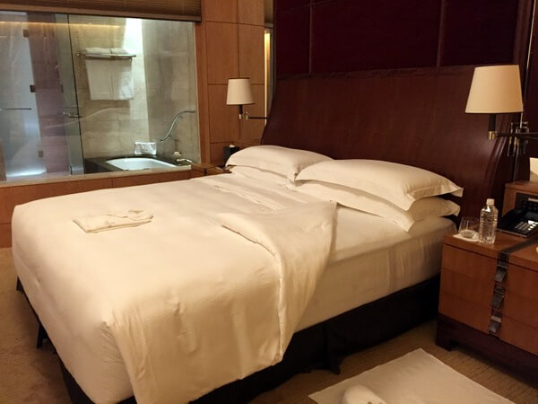 Guest room, Shangri-La Hotel Tokyo, Japan