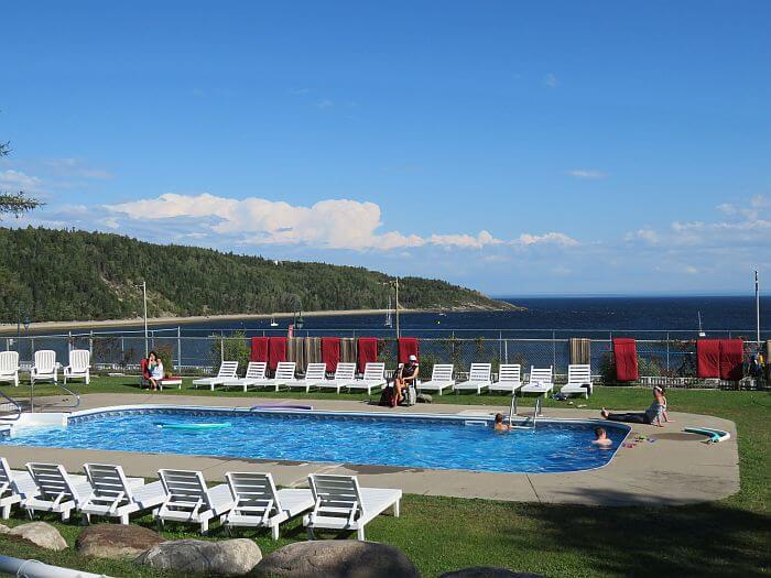 outdoor pool hotel tadoussac