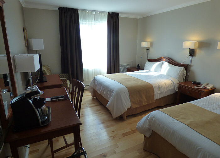 Auberge des Battures Quebec room