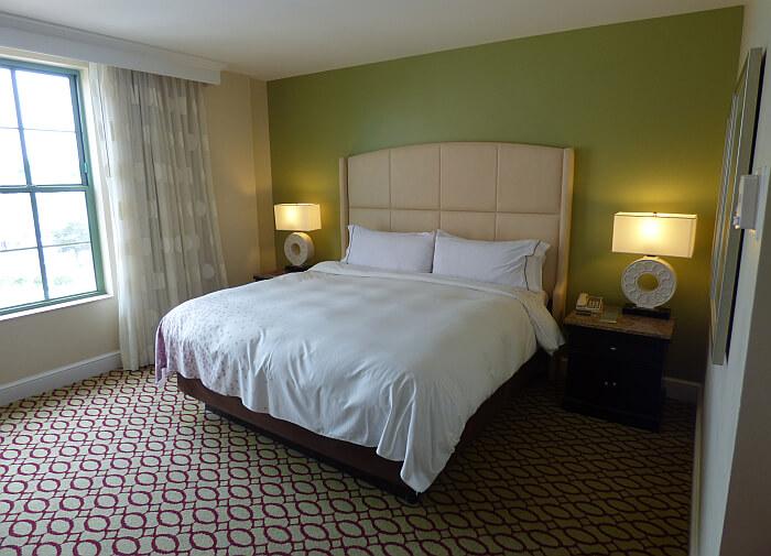 Venoy Renaissance Hotel room