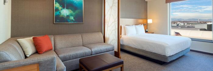 Hyatt-Place-Denver-Downtown-P024-Standard-King-with-Sofa-Bathroom-814.masthead-feature-panel-medium.jpg
