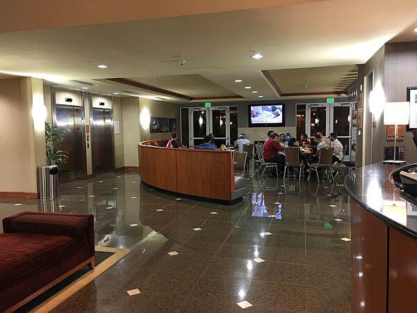 Holiday Inn Oakland Airport Sports Bar