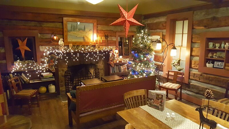 highland-haven-dailey-cabin-holiday-lights