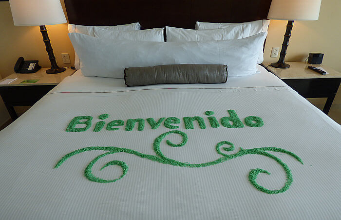 welcome decoration on bed Live Aqua