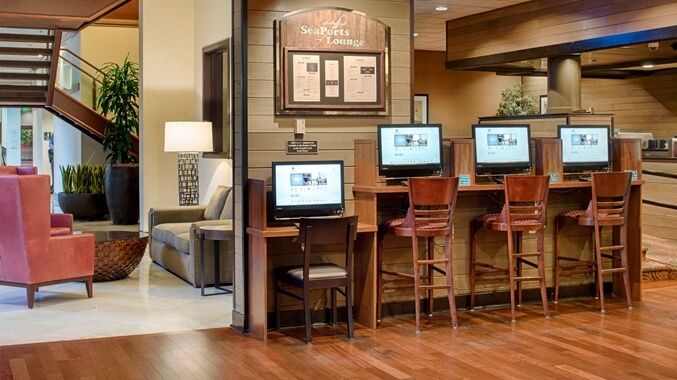 DoubleTree by Hilton Seattle Airport SeaPorts Lounge
