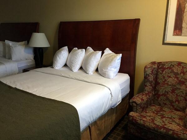 Quality Inn, Guest room, Gananoque, Ontario, Canada