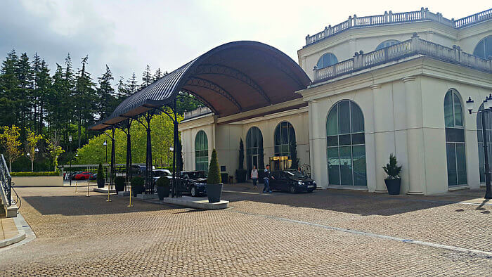 Arrive in style by driving under the porte-cochère of the elegant Powerscourt Hotel Resort Spa.