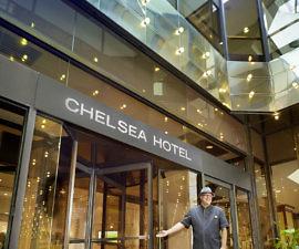 Chelsea Hotel Toronto, Entrance