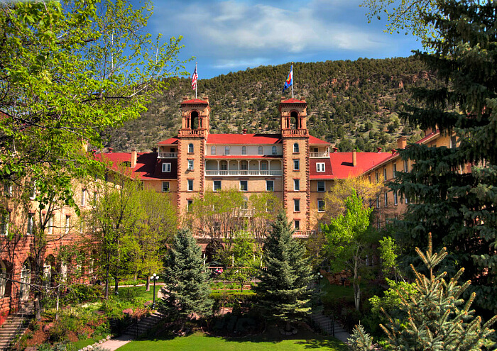 Exterior o Hotel Colorado, Glenwood Springs, historic and beautiful