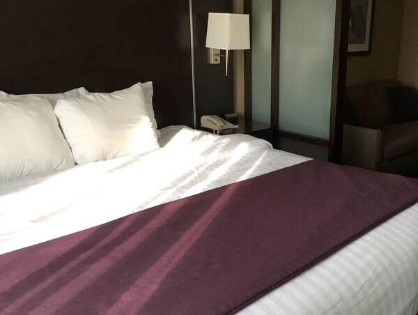 Guest room1, Quattro Hotel, Sault Ste. Marie, Ontario, Canada