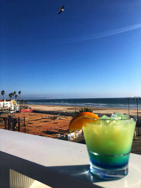 rooftop bar in pismo beach, inn at the pier, cocktails on central coast california