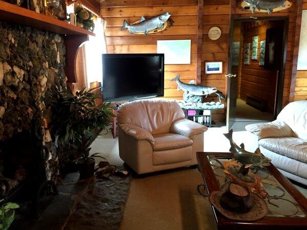 Lounge, Dalton Trail Lodge, Yukon, Canada