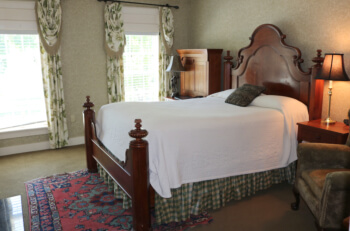 Sherwood Inn guest room