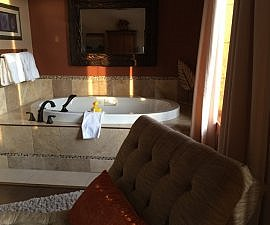 Soaker tub & chaise, Prairie Creek Inn, Rocky Mountain House, Alberta Canada