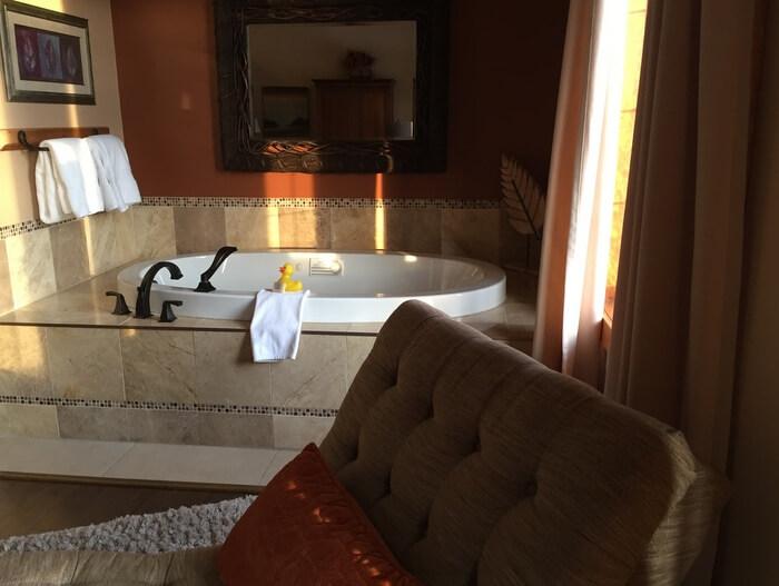 Soaker tub & chaise, Prairie Creek Inn, Rocky Mountain House, Alberta Canada