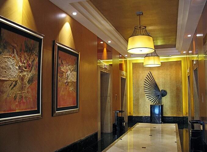 Elevator lobby, Sheraton Xi'an, Shaanxi, China (Photo by Susan McKee)