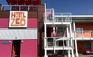 Hotel Zed: Colorful in Kelowna