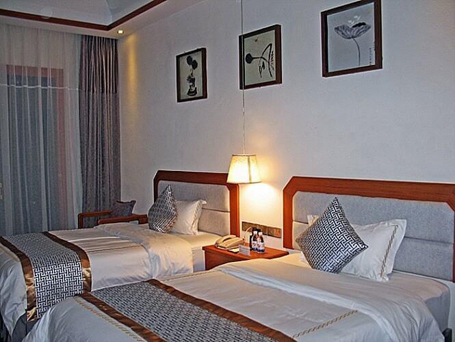 Guest room, Zhongke Evian Hotel, Wulong, Chongqing, China (Photo by Susan McKee)