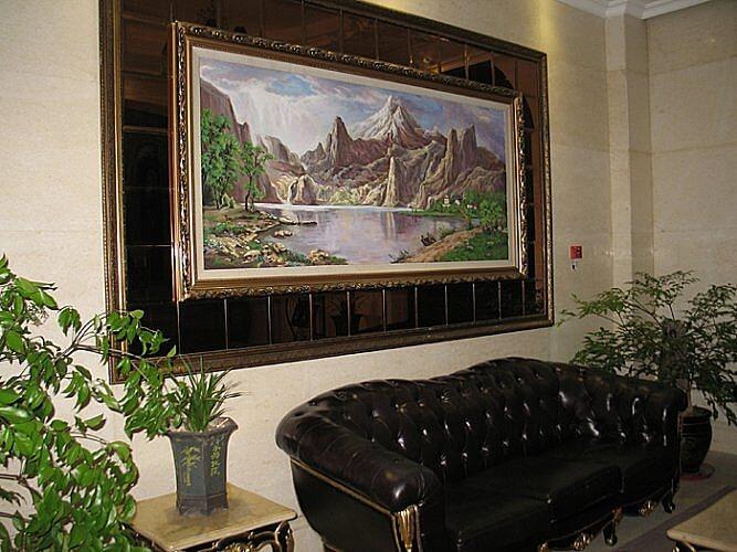 Hallway, Zhongke Evian Hotel, Wulong, Chongqing, China (Photo by Susan McKee)
