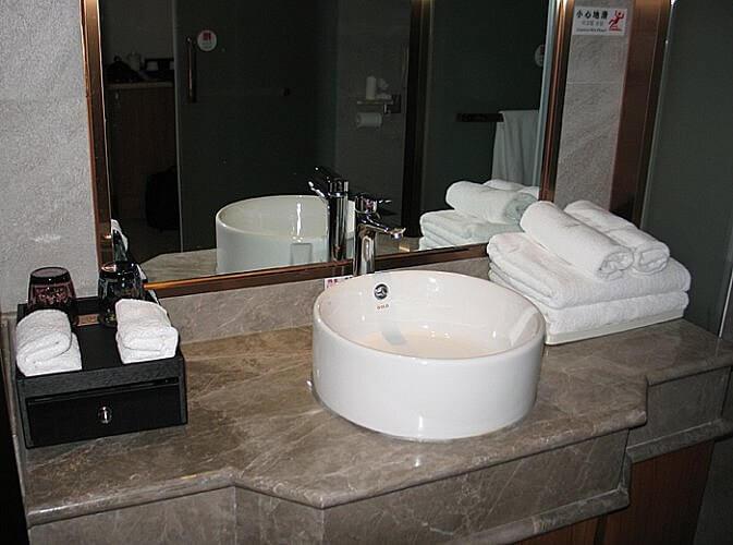 Bathroom, Zhongke Evian Hotel, Wulong, Chongqing, China (Photo by Susan McKee)