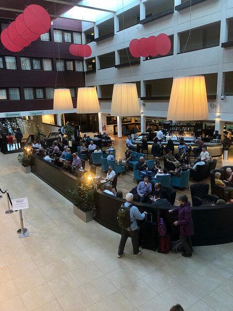 hilton london gatwick, hilton hotel lobby, gatwick airport hotel
