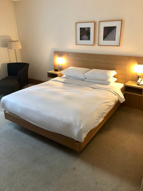 hilton london gatwick hotel room, deluxe hotel room