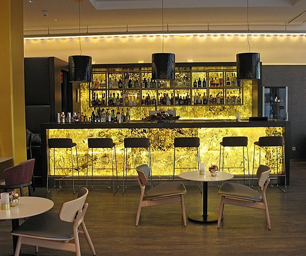 Bar, NH Cologne Mediapark Hotel, Germany (Photo by Susan McKee)