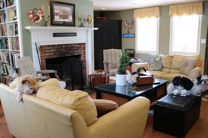 Green Acres B&B: New England dog friendly sitting room