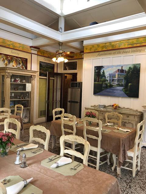 breakfast room, churchill manor bed and breakfast