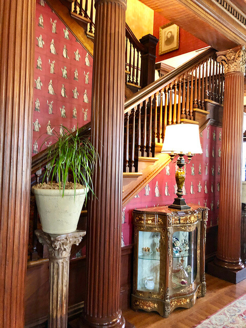 redwood pillars, redwood staircase, churchill manor bed and breakfast, historic mansion