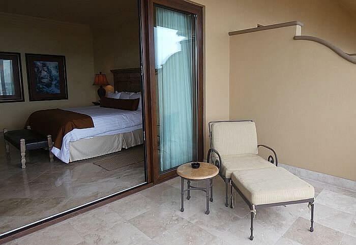 Loreto hotel room with a balcony and sea view