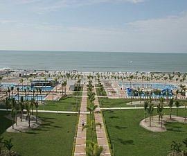 Wide shot Hotel Riu Playa Blanca