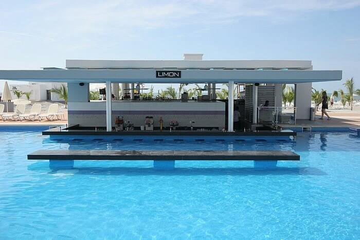 swim up pool bar, Hotel Riu Playa Blanca