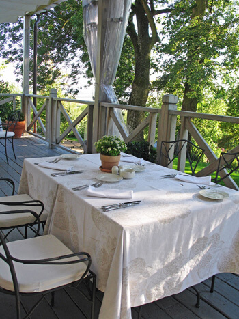 Terrace dining, Chateau Mcely (Photo courtesy of Chateau Mcely)
