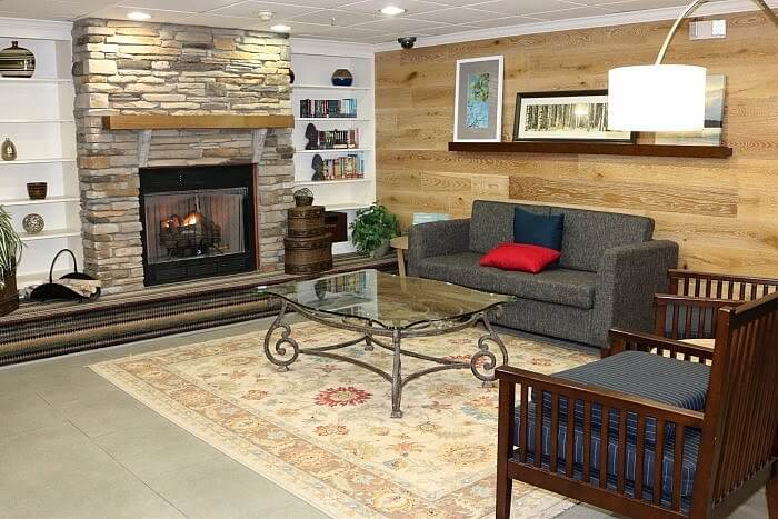 Country Inn and Suites, Wytheville, VA lobby
