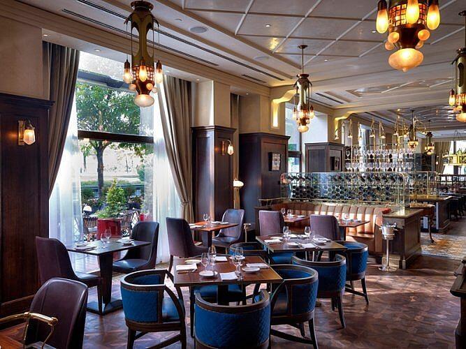 KOLLÁZS Restaurant