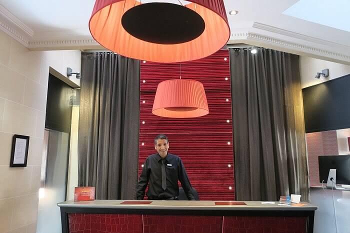Hotel Elysees Regencia front desk