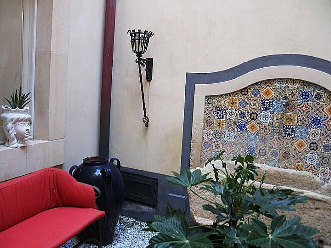 Sitting area, Algila Hotel, Syracuse, Sicily (Photo by Susan McKee)