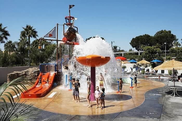Howard Johnson Anaheim Hotel & Water Playground Pirates Cove