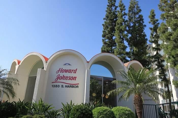 Howard Johnson Anaheim Hotel & Water Playground Main Building